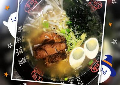 RAMEN JAPONAIS AU PORC Oeuf, algue, oignons frais